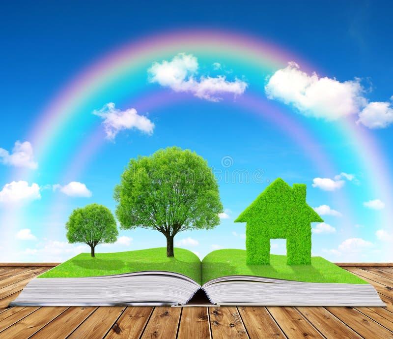 Οικολογικό βιβλίο με τα δέντρα και σπίτι στον πίνακα στοκ φωτογραφία