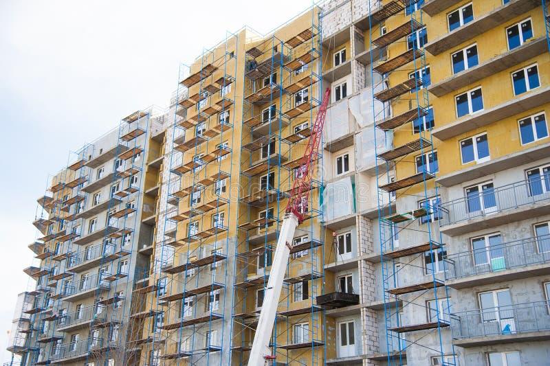 Οικοδόμηση του multi-storey κατοικημένου κτηρίου στοκ εικόνες με δικαίωμα ελεύθερης χρήσης