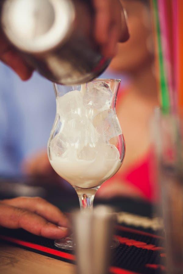 Οινοπνευματώδες κοκτέιλ με το γάλα στοκ φωτογραφίες με δικαίωμα ελεύθερης χρήσης