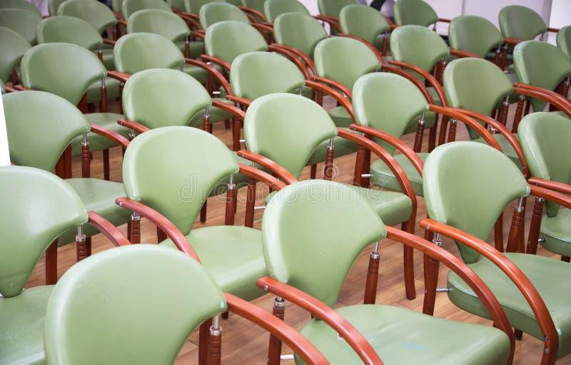 Οι άνετες έδρες στο κενό εταιρικό γραφείο συνεδρίασης για στοκ φωτογραφία με δικαίωμα ελεύθερης χρήσης
