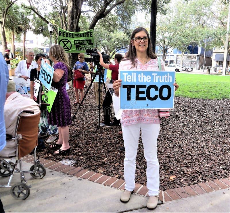 Οι άνθρωποι εναντίον TECO διαμαρτύρονται, Τάμπα, Φλώριδα στοκ φωτογραφία