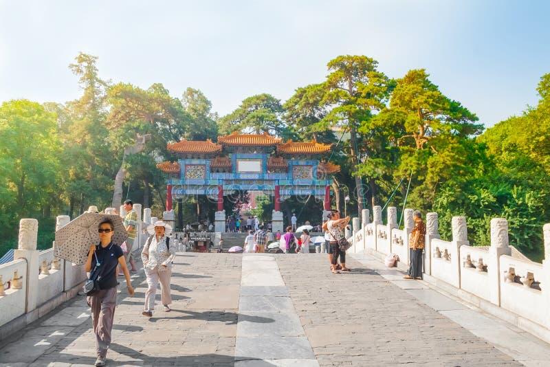 Οι άνθρωποι επισκέπτονται το αυτοκρατορικό θερινό παλάτι Yiheyuan, Πεκίνο στοκ φωτογραφία