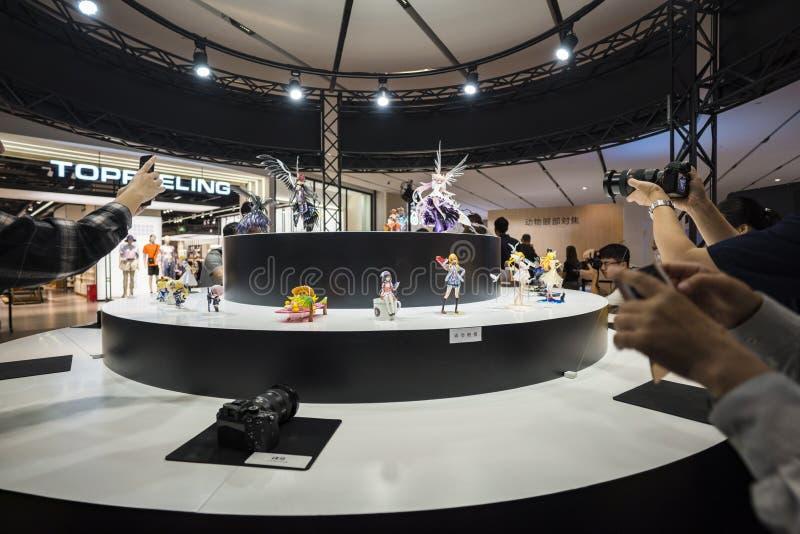 Οι άνθρωποι παίρνουν τις φωτογραφίες στη Sony EXPO το 2019 στοκ εικόνα