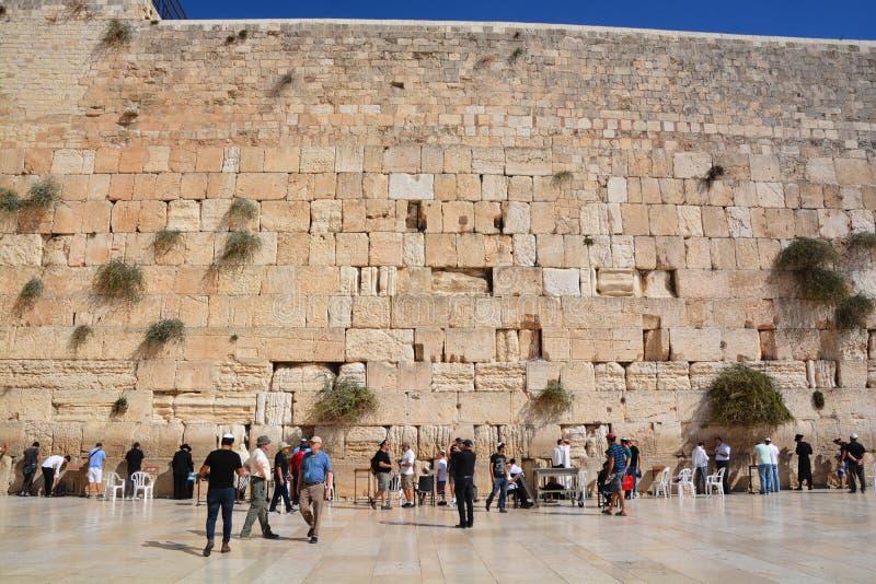 Οι άνθρωποι προσεύχονται το δυτικό τοίχο στοκ εικόνες