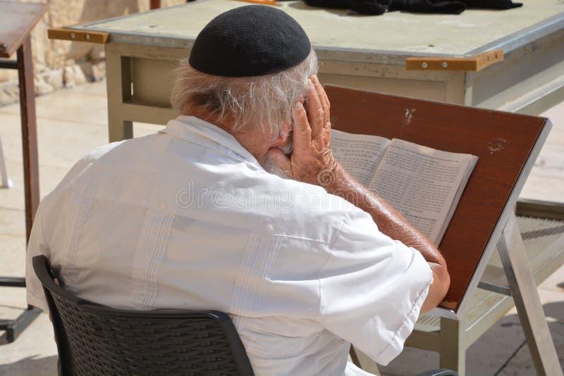 Οι άνθρωποι προσεύχονται το δυτικό τοίχο στοκ φωτογραφίες