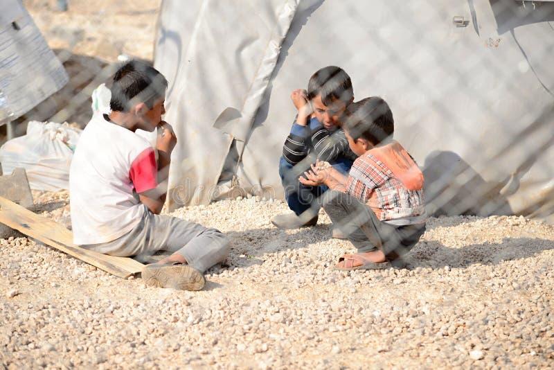 Οι άνθρωποι στον πρόσφυγα στρατοπεδεύουν στοκ φωτογραφίες με δικαίωμα ελεύθερης χρήσης