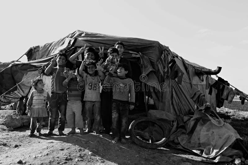 Οι άνθρωποι στον πρόσφυγα στρατοπεδεύουν στοκ φωτογραφία