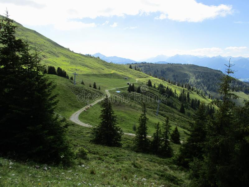 Οι Άλπεις - άποψη των αιχμών και των τομέων βουνών στην Αυστρία στοκ φωτογραφία με δικαίωμα ελεύθερης χρήσης