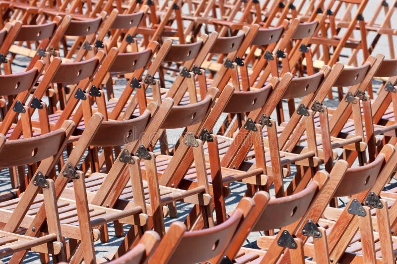 οι έδρες συμφωνούν ξύλινο στοκ φωτογραφία
