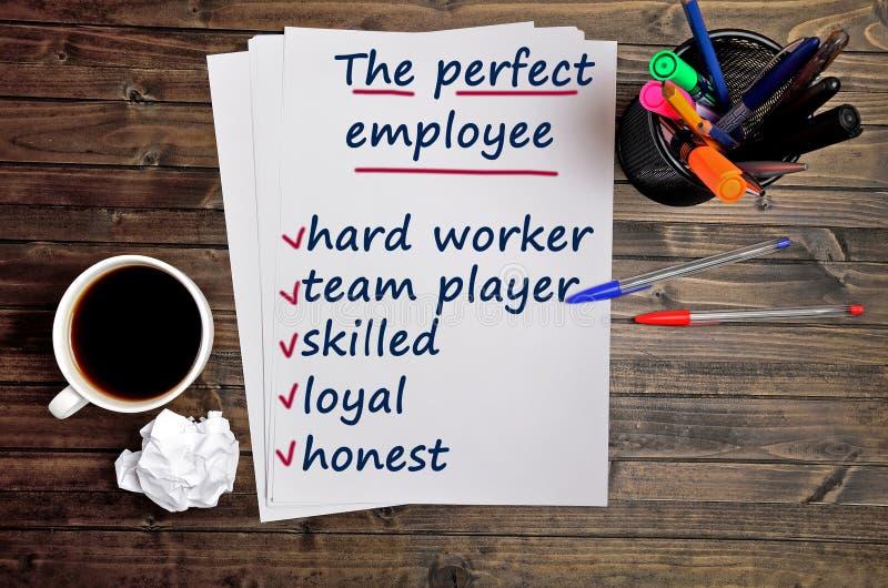 Οι λέξεις ο τέλειος υπάλληλος σε χαρτί στοκ φωτογραφίες με δικαίωμα ελεύθερης χρήσης