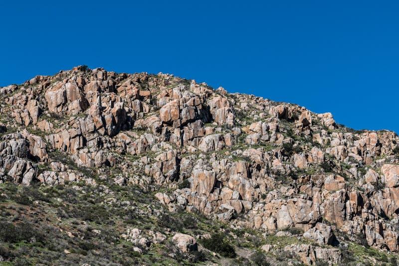 Οι λίθοι στο βουνό στην αποστολή σύρουν το πάρκο στοκ εικόνα