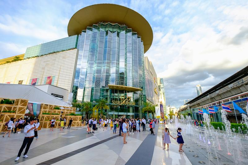 Οι αγοραστές επισκέπτονται τη λεωφόρο του Σιάμ Paragon στην τετραγωνική λεωφόρο του Σιάμ επάνω σε Bangk στοκ φωτογραφία με δικαίωμα ελεύθερης χρήσης
