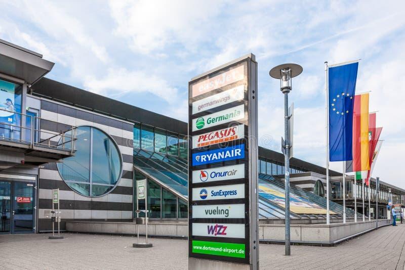 Οι αερογραμμές απαριθμούν στον αερολιμένα του Ντόρτμουντ, Γερμανία στοκ φωτογραφίες με δικαίωμα ελεύθερης χρήσης