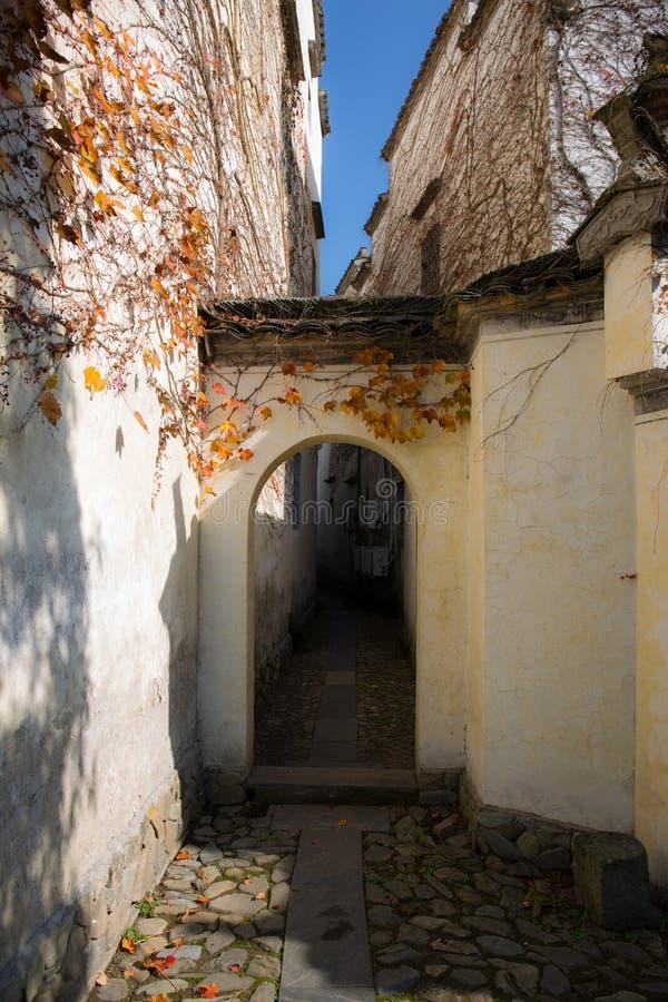 Οι αλέες του αρχαίου χωριού στο νότο του anhui στοκ εικόνα