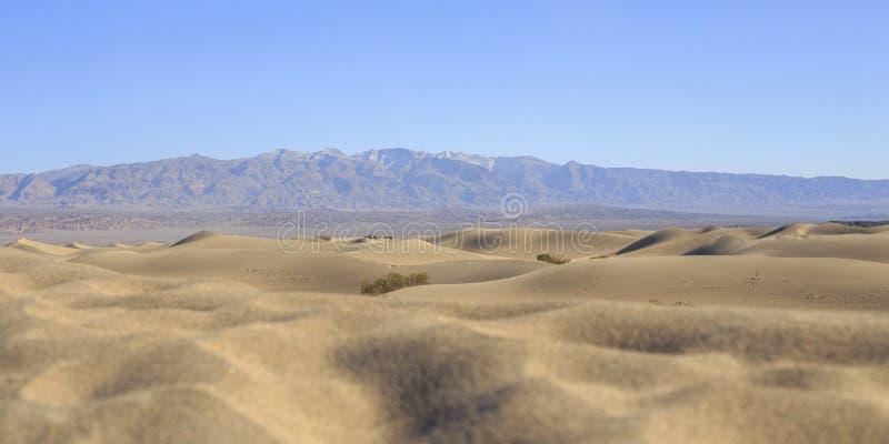 οι αμμόλοφοι θανάτου στρώνουν με άμμο την κοιλάδα στοκ εικόνα με δικαίωμα ελεύθερης χρήσης