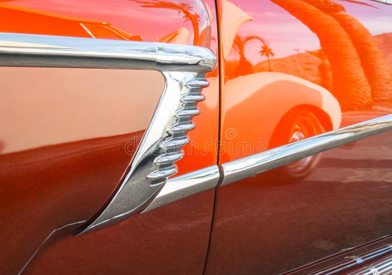 Οι αντανακλάσεις, κλασικό αυτοκίνητο παρουσιάζουν και λάμπουν στοκ φωτογραφία με δικαίωμα ελεύθερης χρήσης