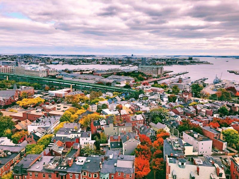 Οι απόψεις από την κορυφή του μνημείου Hill αποθηκών στη Βοστώνη στοκ εικόνα