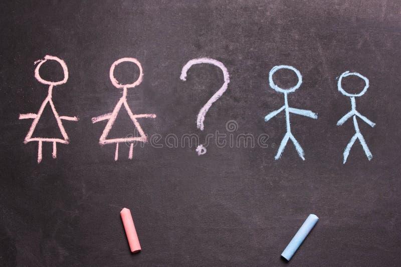 Οι αριθμοί των ανδρών και των γυναικών είναι συρμένη έννοια κιμωλίας στοκ φωτογραφία με δικαίωμα ελεύθερης χρήσης