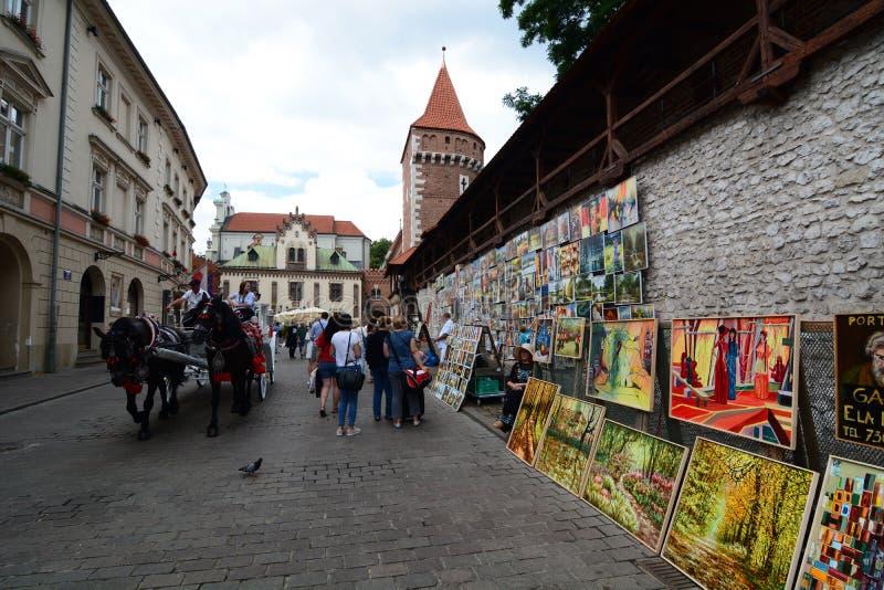 Οι αρχαίοι τοίχοι κοντά στην πύλη Αγίου Florian ` s Κρακοβία Πολωνία στοκ φωτογραφία με δικαίωμα ελεύθερης χρήσης