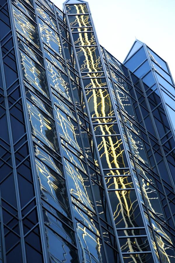 Οι αφηρημένες αντανακλάσεις παραθύρων μοιάζουν με την καλλιγραφία στο στο κέντρο της πόλης Πίτσμπουργκ, Πενσυλβανία στοκ φωτογραφία με δικαίωμα ελεύθερης χρήσης