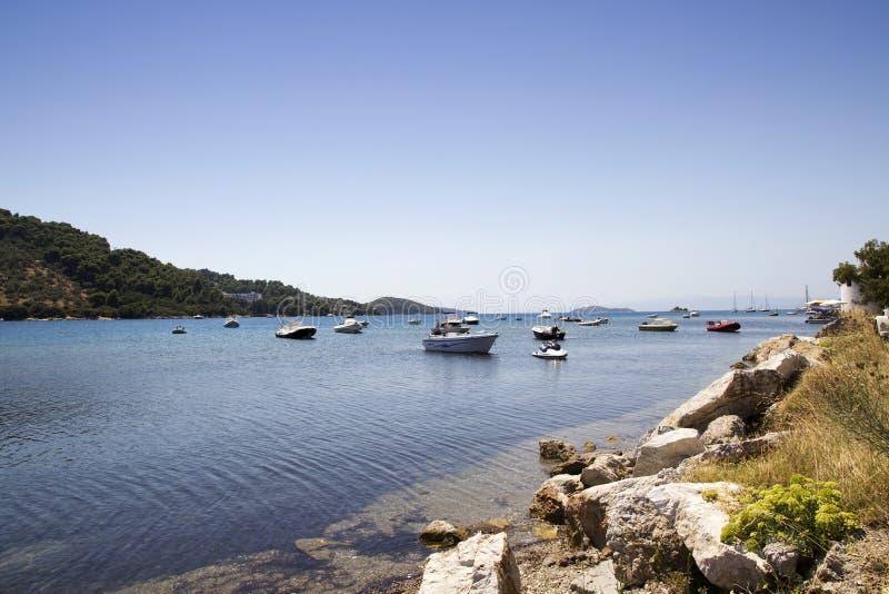 Οι βάρκες έδεσαν στο παλαιό λιμάνι, πόλη Skiathos, Ελλάδα, στις 18 Αυγούστου 2017 στοκ εικόνες με δικαίωμα ελεύθερης χρήσης