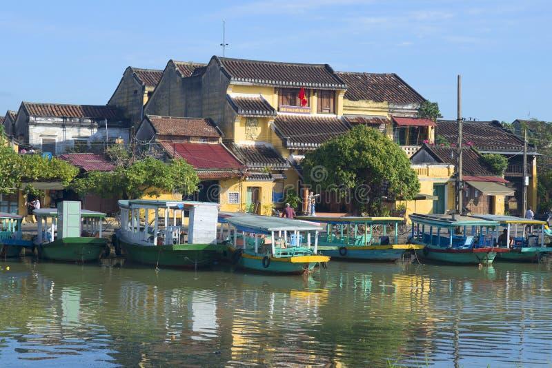 Οι βάρκες τουριστών έδεσαν στην αποβάθρα Hoi πόλεων hoi Βιετνάμ στοκ εικόνες