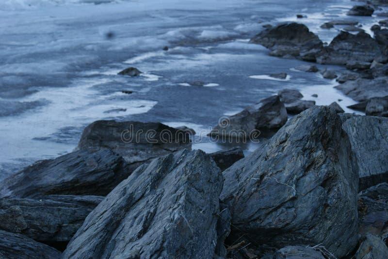 Οι βράχοι θαλασσίως στοκ εικόνες με δικαίωμα ελεύθερης χρήσης
