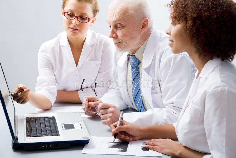 οι γιατροί ομαδοποιούν στοκ φωτογραφίες