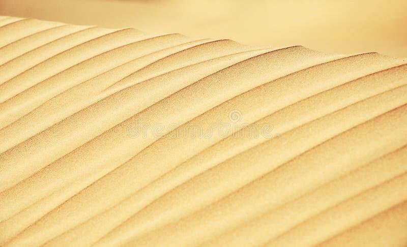 Οι γραμμές αμμόλοφων άμμου κλείνουν επάνω στοκ φωτογραφία