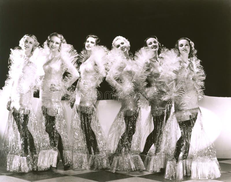 Οι γυναίκες έντυσαν στα κοστούμια σελοφάν στοκ φωτογραφία με δικαίωμα ελεύθερης χρήσης