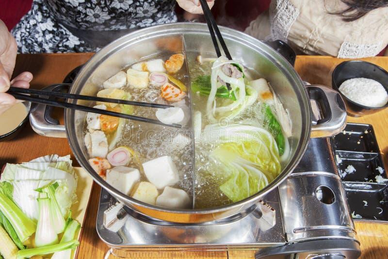 Οι γυναίκες προετοίμασαν τα ιαπωνικά τρόφιμα στοκ εικόνα με δικαίωμα ελεύθερης χρήσης