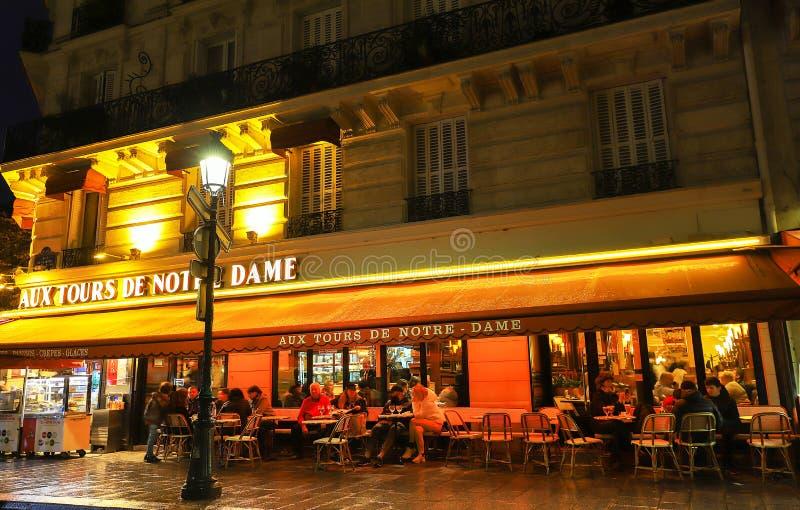 Οι γύροι de Notre Dame Aux είναι ένας χαρακτηριστικός παρισινός καφές που βρίσκεται κοντά στον καθεδρικό ναό της Notre Dame στο Π στοκ εικόνες