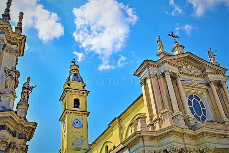 Οι δίδυμες εκκλησίες στο Piazzo SAN Carlo 2, ημερησίως Πάσχας μπλε ουρανού, Τορίνο, Λιγυρία, Ιταλία στοκ εικόνα με δικαίωμα ελεύθερης χρήσης