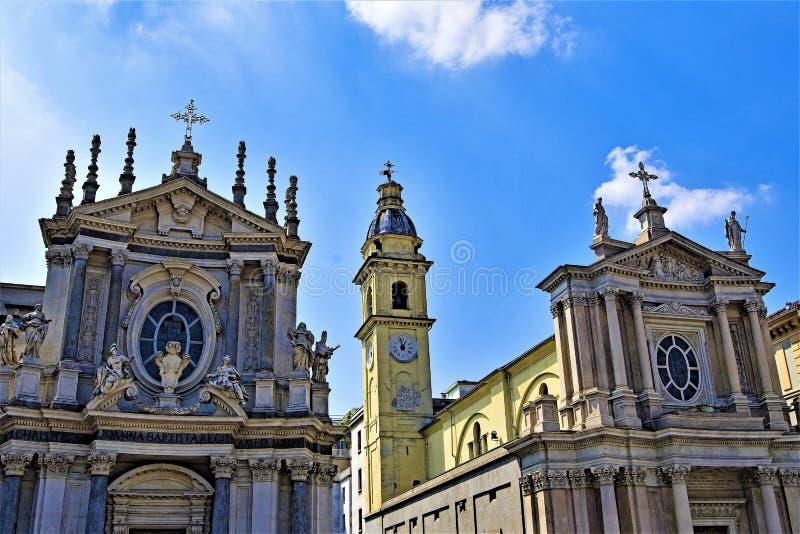 Οι δίδυμες εκκλησίες στο Piazzo SAN Carlo, ημερησίως Πάσχας μπλε ουρανού, Τορίνο, Λιγυρία, Ιταλία στοκ φωτογραφία με δικαίωμα ελεύθερης χρήσης