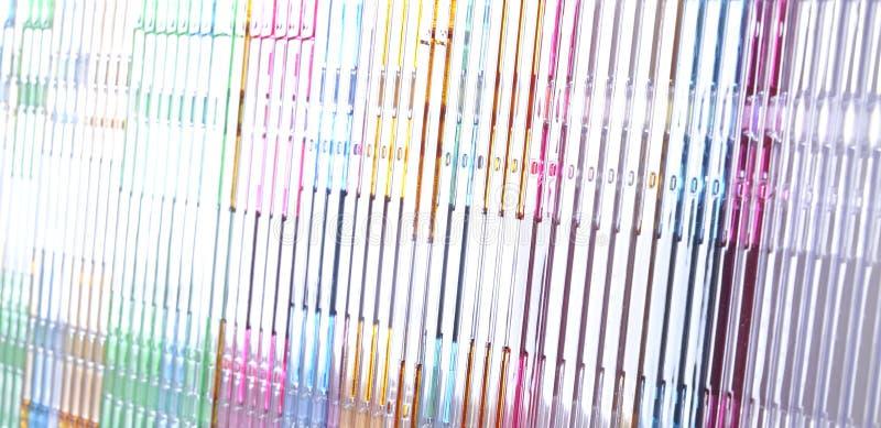 οι δίσκοι ανασκόπησης συσσωρεύουν το λευκό στοκ εικόνες
