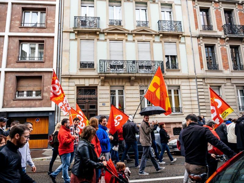Οι διαμαρτυρίες στη Γαλλία ενάντια σε Macron μεταρρυθμίζουν τους βαδίζοντας ανθρώπους στοκ φωτογραφίες