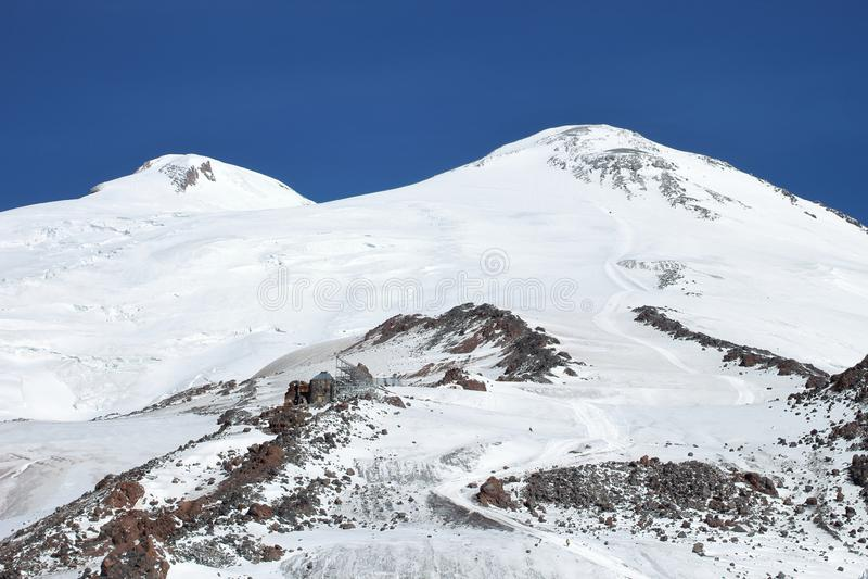 Οι δύο σύνοδοι κορυφής του υποστηρίγματος Elbrus, Ρωσία στοκ εικόνες με δικαίωμα ελεύθερης χρήσης