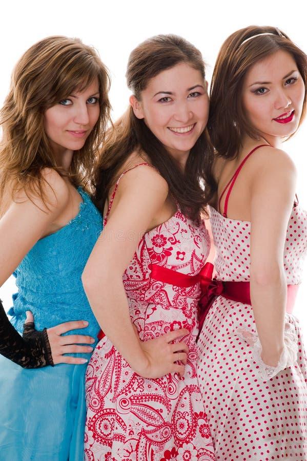 οι ελκυστικές όμορφες φίλες χαμογελούν τρία στοκ εικόνες