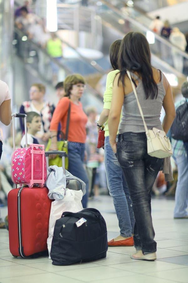 Οι επιβάτες αναμένονται για να πάρουν στον αερολιμένα Sheremetyevo-2 στοκ φωτογραφία