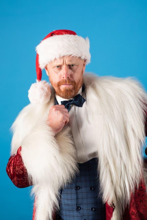 Οι επιθυμίες Χριστουγέννων πραγματοποιούνται εάν θεωρείτε Santa με το κοστούμι Χριστουγέννων Απομονωμένος για το υπόβαθρο στοκ εικόνες με δικαίωμα ελεύθερης χρήσης