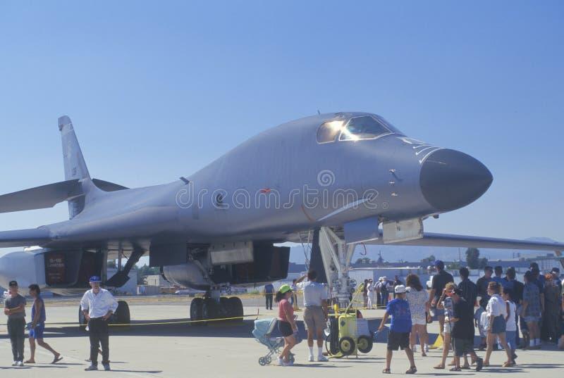 Οι επισκέπτες που βλέπουν το βομβαρδιστικό αεροπλάνο μυστικότητας b1-β, Van Nuys Air παρουσιάζουν, Καλιφόρνια στοκ φωτογραφία με δικαίωμα ελεύθερης χρήσης