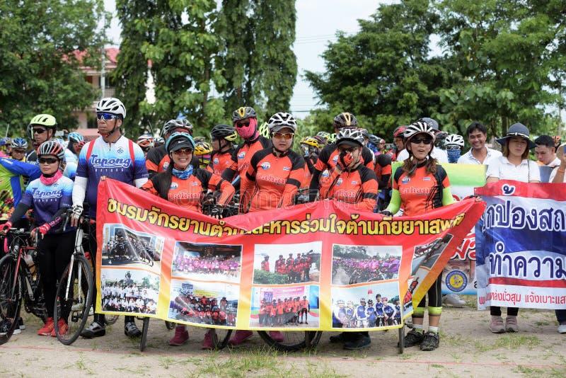 Οι ερασιτεχνικοί αθλητές από τις διαφορετικές ομάδες σε Pluak Daeng συμμετείχαν στη δραστηριότητα στοκ εικόνες