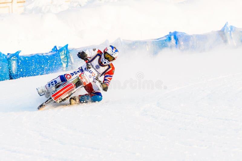 Οι ημιτελικοί του ρωσικού πρωταθλήματος στο Ufa σε μια πίστα αγώνων ο πάγος το Δεκέμβριο του 2016 στοκ φωτογραφία
