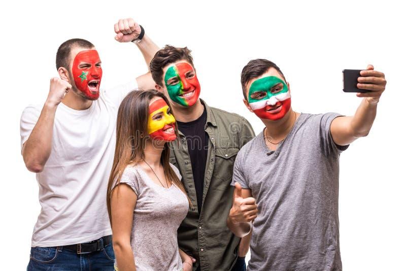 Οι θαυμαστές υποστηρικτών ομάδας ανθρώπων των εθνικών ομάδων χρωμάτισαν το πρόσωπο σημαιών της Πορτογαλίας, Ισπανία, Marocco, το  στοκ εικόνες