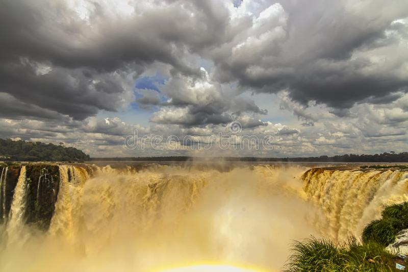 Οι θεαματικοί καταρράκτες στις πτώσεις Iguazu στοκ εικόνα