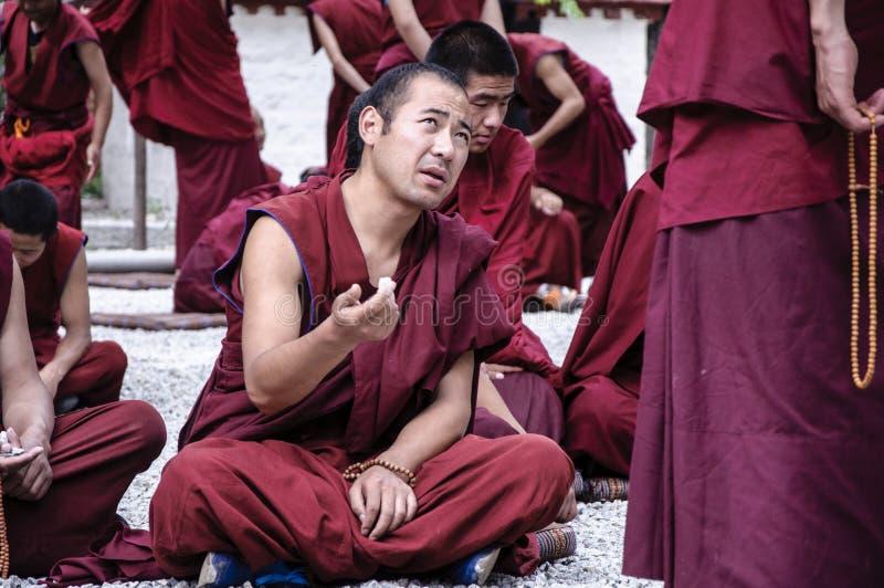 Οι θιβετιανοί μοναχοί συζητούσαν στοκ εικόνα με δικαίωμα ελεύθερης χρήσης