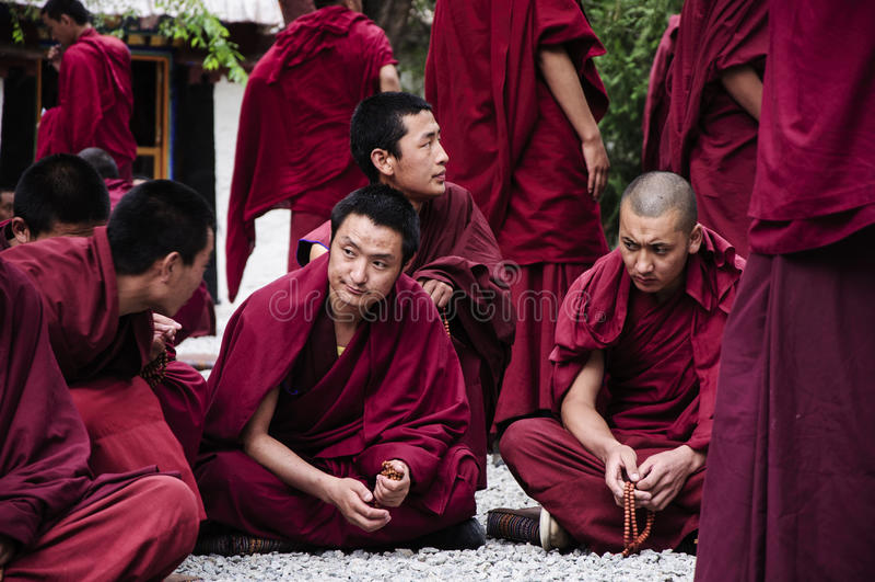 Οι θιβετιανοί μοναχοί συζητούσαν στοκ φωτογραφίες