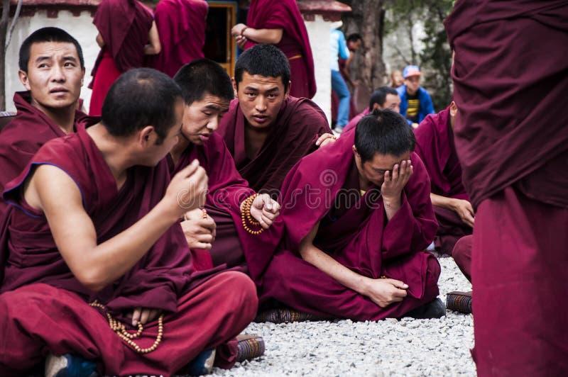 Οι θιβετιανοί μοναχοί συζητούσαν στοκ εικόνες