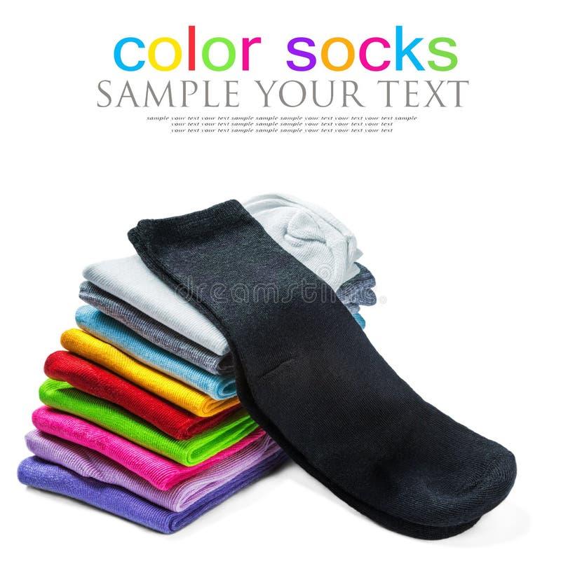 Οι κάλτσες του διαφορετικού χρώματος είναι απομονωμένες στο λευκό στοκ εικόνες με δικαίωμα ελεύθερης χρήσης