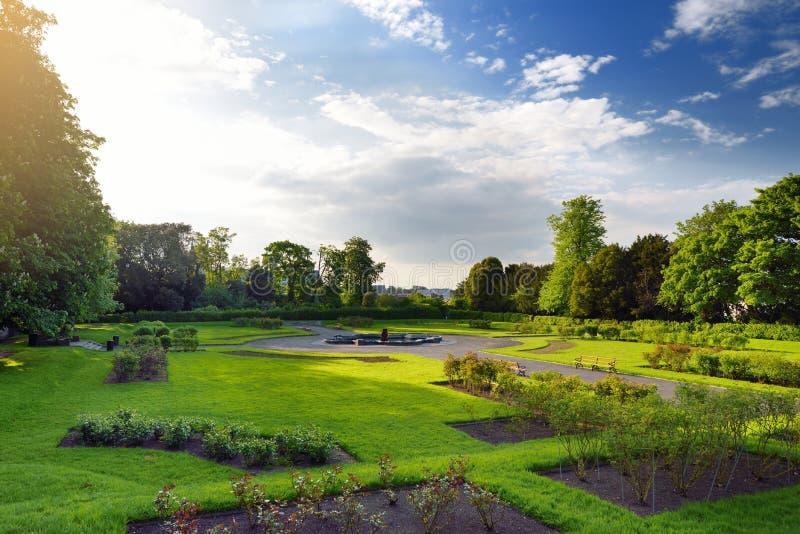 Οι κήποι που γειτονεύουν με Kilkenny Castle, ένα ιστορικό ορόσημο Kilkenny, Ιρλανδία στοκ φωτογραφίες με δικαίωμα ελεύθερης χρήσης